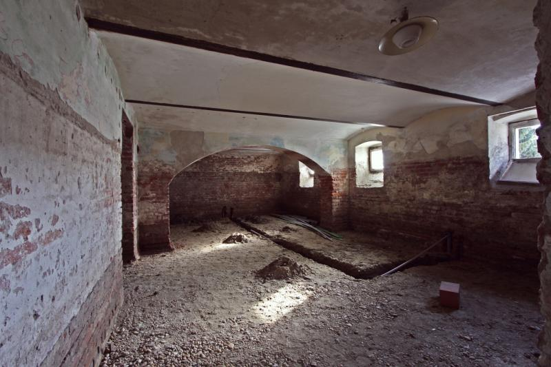 Podrum u preurežđnju u stambenoj zgradi