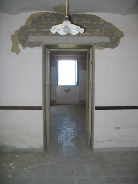 Kod ostranjivanja vrata u stanu će biti potreba obnova gornjih greda