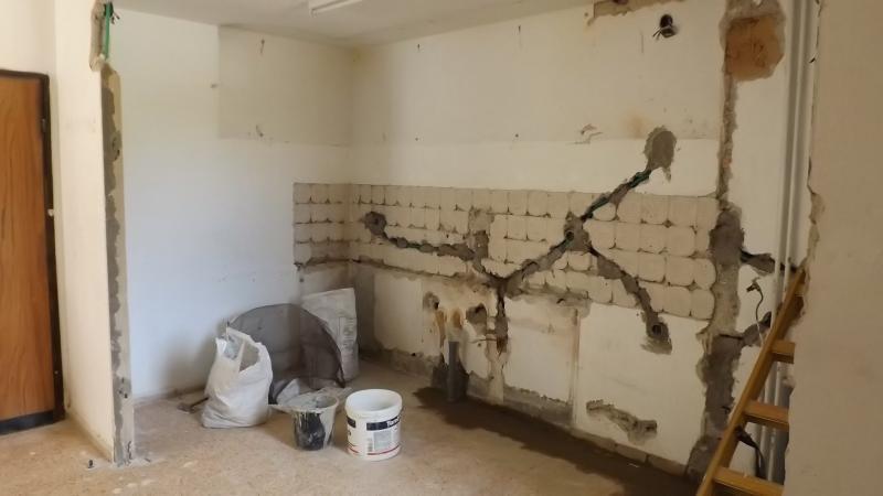 Razvodi vodovoda i kanalizacije zahtijevaju puno udubljivanja zidova za cijevi